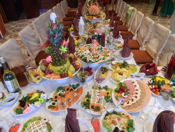 8e814c04837160 Останнім часом стало модно влітку організовувати фуршет на природі, тамада  веде весільне торжество, запрошені гості спілкуються, гуляють по галявині,  ...